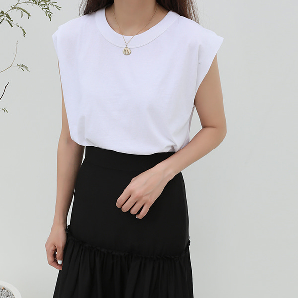 basic sleeveless-top